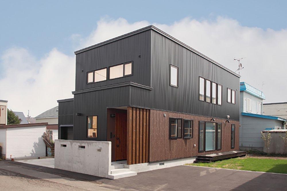 子どもを見守りやすい対面キッチン&リビングの小上がりスペース/K様邸(札幌市北区)