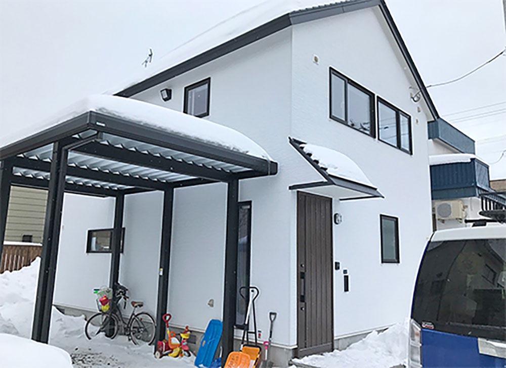 テラコッタの土間床・壁一面の可動棚・ブランコなどアイデア満載のK様邸(札幌市手稲区)