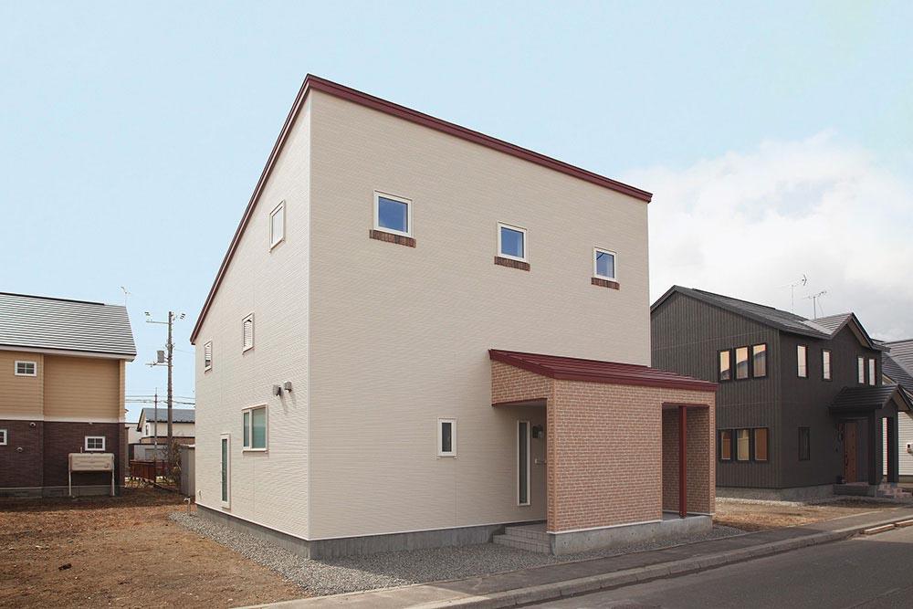 10KWのソーラー発電で光熱費ゼロの家づくり/H様邸(苫小牧市)
