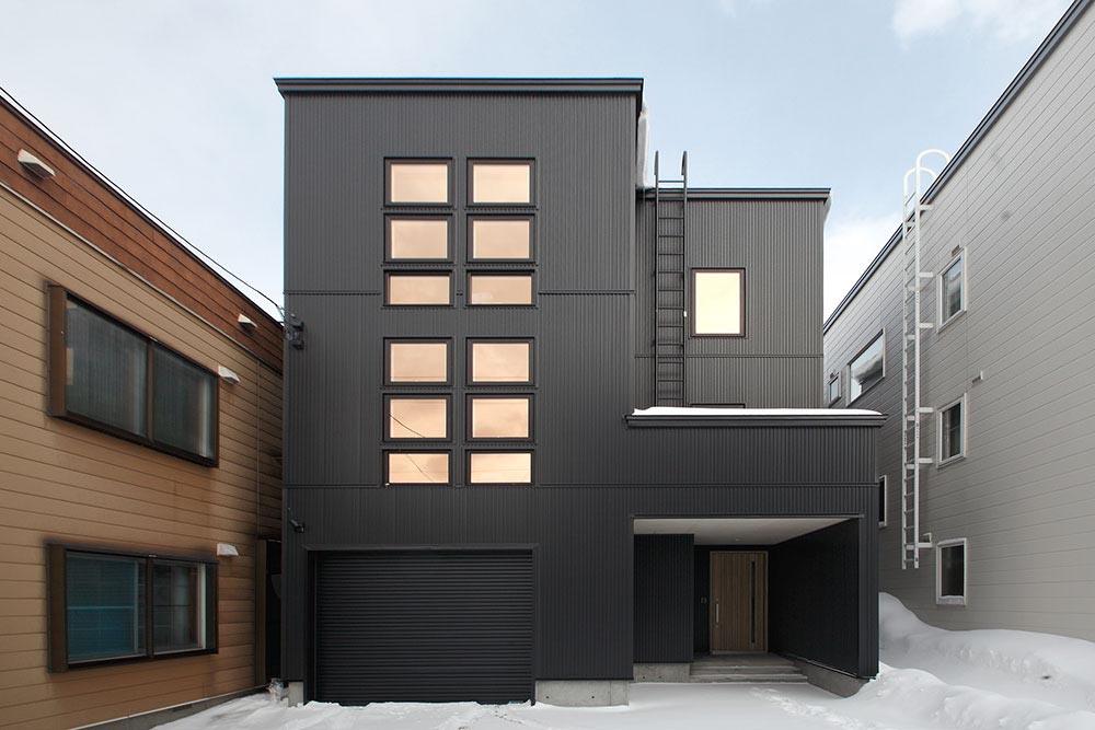 3階建てで広さと明るさを確保/I様邸(札幌市中央区)