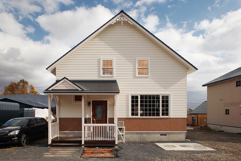 ペレットストーブ一台で十分暖かい三角屋根&無垢材の家/H様邸(倶知安町)