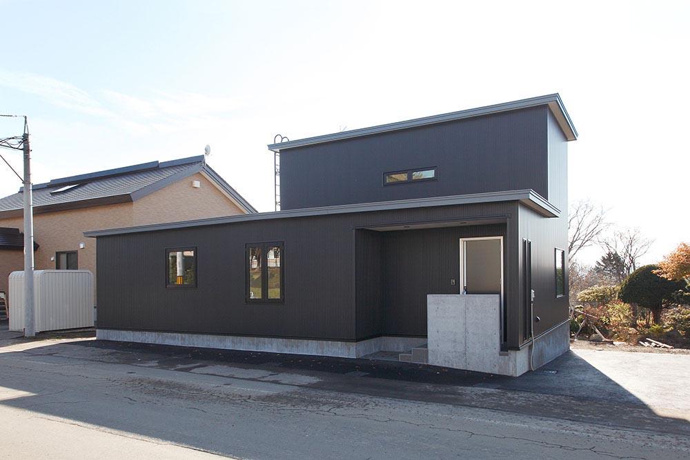 ピアノ教室併設のシンプルモダンな注文住宅/A様邸(虻田郡)