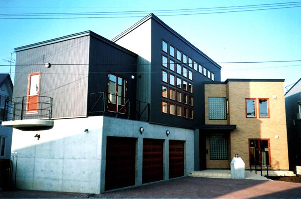 採光抜群のサンルームが圧巻の2世帯住宅 / H様邸(恵庭市)