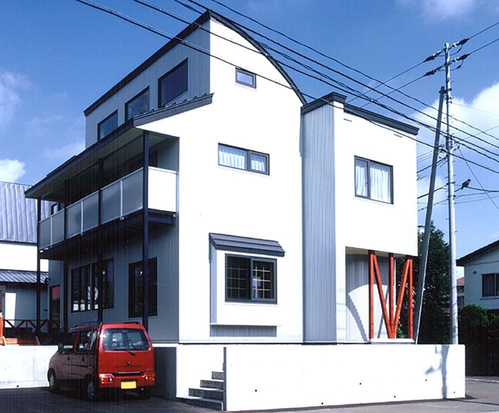 素焼きのタイル、ウッドデッキなど「大人のゆとり」がテーマ/M様邸(札幌市西区)